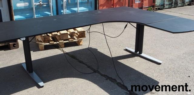Skrivebord med elektrisk hevsenk i sort / grått, 200x170cm, høyreløsning, pent brukt bilde 1