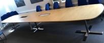 Stort møtebord Kinnarps Oberon i bjerk / krom, 600x120cm for 20-22 personer, pent brukt