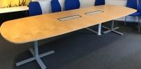Møtebord i bjerk / grålakkert metall, Kinnarps Oberon, 360x120cm, passer 12-14 personer, pent brukt