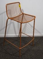 Barkrakk / barstol i orangelakkert metall fra Pedrali, modell Nolita 3657, kan brukes utendørs, pent brukt