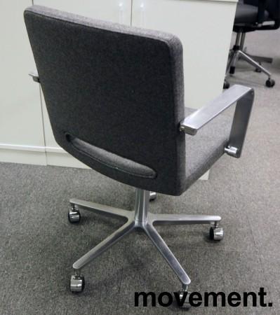 Martela SoftX konferansestol / kontorstol i gråmelert stoff / polert aluminium, NYTRUKKET bilde 2
