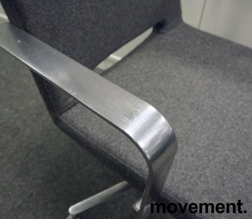 Martela SoftX konferansestol / kontorstol i gråmelert stoff / polert aluminium, NYTRUKKET bilde 3