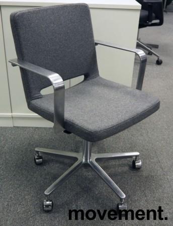 Martela SoftX konferansestol / kontorstol i gråmelert stoff / polert aluminium, NYTRUKKET bilde 1