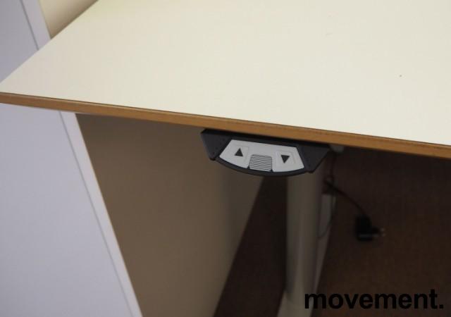 Skrivebord med elektrisk hevsenk fra Svenheim, 160x90cm, hvitt / grått, Luxo Ninety bordlampe, pent brukt bilde 5