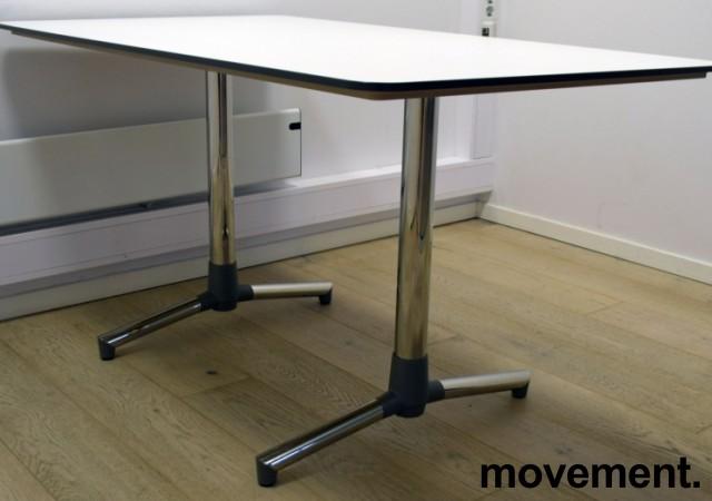 NEXT kompakt møtebord / kantinebord / skrivebord i hvitt, krom understell fra ForaForm, 140x80cm, pent brukt bilde 2