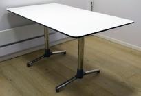 NEXT kompakt møtebord / kantinebord / skrivebord i hvitt, krom understell fra ForaForm, 140x80cm, pent brukt