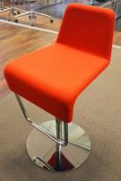 Barstol fra Materia i rødt/krom, modell Turner, design: Sandin & Bülow, 65cm sittehøyde, pent brukt