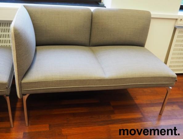 2-seter sofa / lounge i grått stoff fra ForaForm, modell Senso, armlene venstre side, bredde 128cm, pent brukt bilde 2