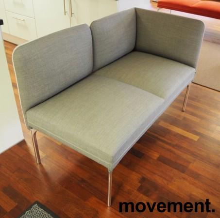 2-seter sofa / lounge i grått stoff fra ForaForm, modell Senso, armlene høyre side, bredde 128cm, pent brukt bilde 2