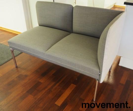 2-seter sofa / lounge i grått stoff fra ForaForm, modell Senso, armlene høyre side, bredde 128cm, pent brukt bilde 1