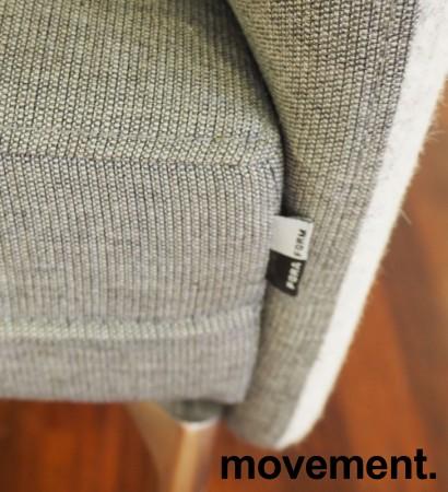 2-seter sofa / lounge i grått stoff fra ForaForm, modell Senso, armlene høyre side, bredde 128cm, pent brukt bilde 4