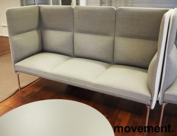 3-seter sofa / lounge i grått stoff fra ForaForm, modell Senso med høy rygg / alkovesofa, bredde 194cm, pent brukt bilde 2