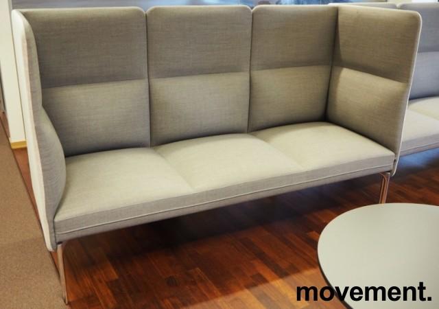 3-seter sofa / lounge i grått stoff fra ForaForm, modell Senso med høy rygg / alkovesofa, bredde 194cm, pent brukt bilde 1