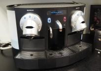 Kaffemaskin for kontor etc. Nespresso Gemini CS220 pro med fast vanntilkobling, pent brukt