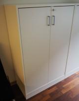 Ringpermreol med 2 dører, i hvitt fra Svenheim, 3 permhøyder, 80cm b, 127cm h, firkantet håndtak, pent brukt