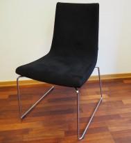 ForaForm Clint konferansestol i sort mikrofiberstoff, meier/understell i krom, pent brukt
