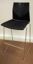 Barkrakk i sort fra Fourdesign, modell Fourcast, sittehøyde 76cm, pent brukt