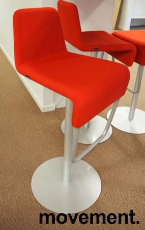Barstol fra Materia i rødt/grålakkert metall, modell Turner, design: Sandin & Bülow, 79cm sittehøyde, pent brukt bilde 1