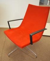 Loungestol / lenstol i rødt mikrofiberstoff / krom, brukt med noe slitasje