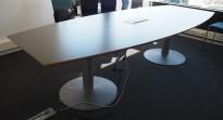 Møtebord i grått fra EFG, 280x120cm, passer 8-10 personer, pent brukt
