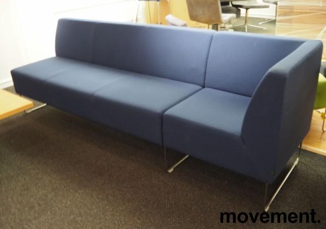 VAD Pivot 3-seter sofa + 1-seter hjørnemodul sofa i mørkt blått stoff, bredde 240cm, pent brukt bilde 1