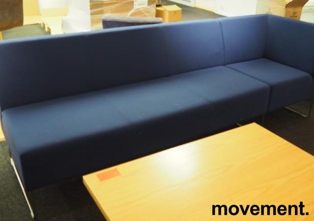 VAD Pivot 3-seter sofa + 1-seter hjørnemodul sofa i mørkt blått stoff, bredde 240cm, pent brukt bilde 2