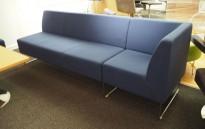 VAD Pivot 3-seter sofa + 1-seter hjørnemodul sofa i mørkt blått stoff, bredde 240cm, pent brukt
