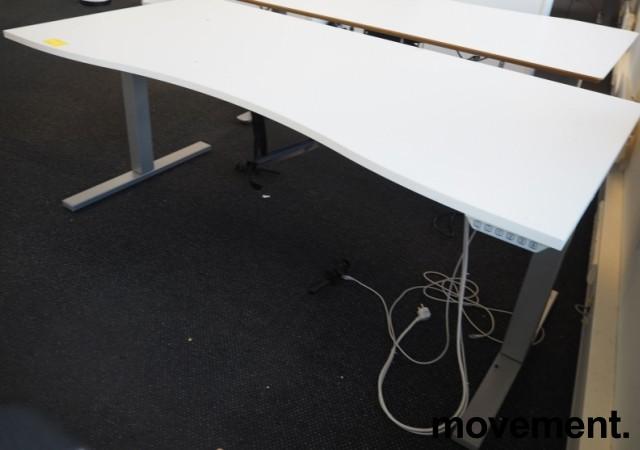 Skrivebord med elektrisk hevsenk i hvitt / grått fra SA Möbler, 180x90cm, pent brukt bilde 2