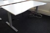 Skrivebord med elektrisk hevsenk i hvitt / grått fra SA Möbler, 180x90cm, pent brukt