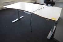 Skrivebord med elektrisk hevsenk i hvitt / grått fra Edsbyn, 180x90cm, pent brukt