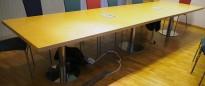 Møtebord i bjerk / krom, 420x110cm, passer 14-16 personer, pent brukt