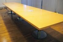 Møtebord i bjerk / krom, 480x110cm, passer 16-18 personer, pent brukt