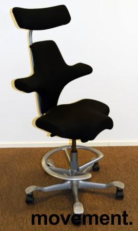 Ergonomisk kontorstol: Håg Capisco 8107 i sort, grå fotring / kryss, 69cm sittehøyde, nakkepute, pent brukt bilde 1