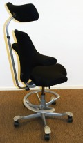 Ergonomisk kontorstol: Håg Capisco 8107 i sort, grå fotring / kryss, 85cm sittehøyde, nakkepute, pent brukt