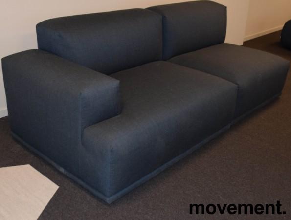 Muuto design-sofa, modell Connect modulsofa, 213cm bredde i stålblått stoff, pent brukt bilde 2