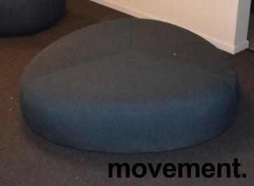 Loungemøbel, stor puff, LaPalma Kipu d05 i grått stoff, Ø=130cm, pent brukt bilde 2