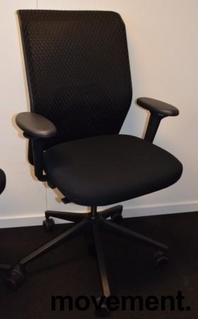 Vitra ID Mesh kontorstol i sort stoff / mesh rygg, armlener, sort kryss, pent brukt bilde 2