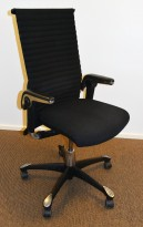 Kontorstol: HÅG H09 Excellence 9320 i sort ullstoff, høy rygg, lener og sort kryss, pent brukt