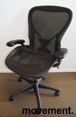 Kontorstol: Herman Miller Aeron i sort mesh, Størrelse Large (3 prikker), pent brukt bilde 1