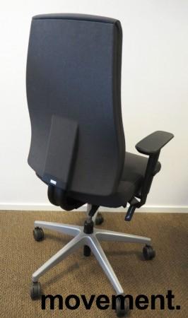 Kontorstol i mørk grått stoff fra Interstuhl, modell Goal, høy rygg og armlene, pent brukt bilde 2