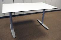Rektangulært skrivebord i hvitt med sort kant fra Edsbyn, 140x80cm, pent brukt