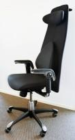 Kontorstol: HÅG H09 9130 i sort stoff, høy rygg, armlene, nakkepute, jakkehengert, sort kryss, pent brukt