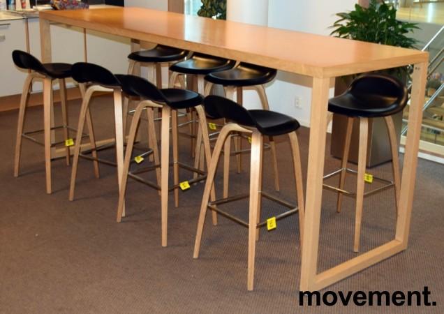 Barkrakk fra Gubi, sort sete, ben i eik, 78cm sittehøyde, Modell Gubi 3D-78, Komplot Design, pent brukt bilde 4