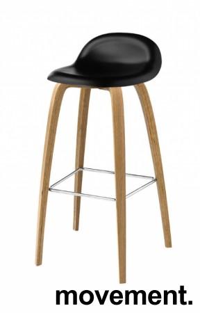Barkrakk fra Gubi, sort sete, ben i eik, 78cm sittehøyde, Modell Gubi 3D-78, Komplot Design, pent brukt bilde 1