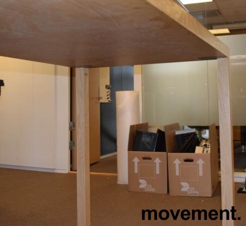 Stort ståbord / barbord i eik, 260x80cm, 108cm høyde, pent brukt bilde 3
