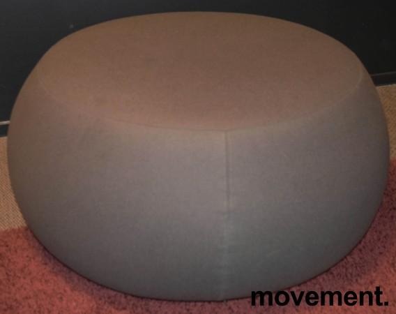 Puff fra Arper i olivengrønt stoff, modell Pix 87, Ø=87cm, H=43cm, Design: Ichiro Iwasaki, pent brukt bilde 1