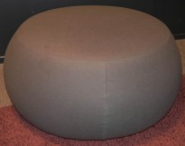 Puff fra Arper i olivengrønt stoff, modell Pix 87, Ø=87cm, H=43cm, Design: Ichiro Iwasaki, pent brukt