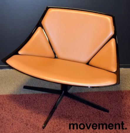 Loungestol fra Fritz Hansen, modell Space JL10, brunt skinn / sort base, design: Jehs&Laub, pent brukt bilde 2