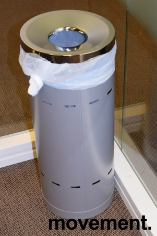 Papirkurv i grålakkert metall, lokk i krom, Ø=24,5cm, Høyden er 60cm, pent brukt