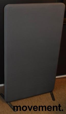 Frittstående skillevegg i olivengrønn, 2 stk sorte ben, 80cm bredde, 138cm høyde, pent brukt bilde 1